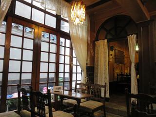 フランソア喫茶室 - 2002年に喫茶室として初めて日本の登録有形文化財に登録されたそうですよ。
