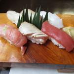 寿し膳かのこ - クロマグロ大とろ、中とろ炙り、赤身、アオリイカ、カンパチ、石鯛の握り寿司