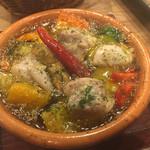 66998419 - 鶏もも肉と彩り野菜のアヒージョ