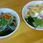 得一 - ふぐ皮ポン酢(230円)とヤリイカの酢味噌和え(130円)