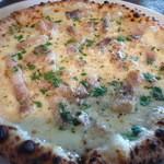 ピッツェリア ジェラテリア ラッヅォ - マイアーレ全体。豚バラ&チーズがたっぷりで美味しいです。