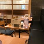 銀座 篝 - 【2017年04月】店内、テーブル席など。