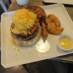 JAGBAR potato & hamburger - ジャグ・チーズバーガー、フリットセット:ポテトS ホースラディッシュマヨで1
