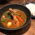 スープカレーlavi - チキンto野菜のカレー(焙煎えびスープ)