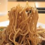 67004676 - 麺は鹹水の多い細麺