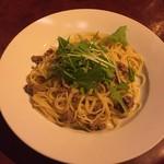 レストラン バー アミューズメント - 牛挽肉と水菜の和風スパゲティ