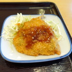 東新宿食堂 - アジフライ119円、うーんソースにしました