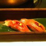しゃぶ吉 - 牛肉のにぎり。肉はとける。米はしっかり粒で語ります。