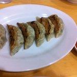 中華食堂 一楽 - 餃子。