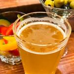 リパブリュー - クラフトビールとオリーブ、ピクルス