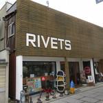 リベッツ - L字型の「児島ジーンズストリート」の角付近に有ります♪