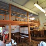 茶房 白竹 - 1階から見た中2階
