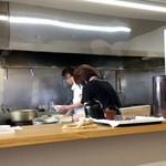 手打ちうどん なべ - オープンキッチン