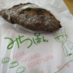 みちパン - レーズンとくるみのパン280円(外税)。