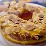 ダンボ ドーナツ アンド コーヒー - アーモンドキャラメルドーナツ