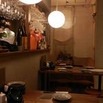 天ぷらと泡 ぱちぱち - 奥には間仕切りカーテンが付いた半個室風の小上がり席があります