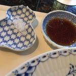 すてーき広尾 - ステーキ用の塩と出汁醤油