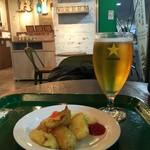 カフェ グリーン トカチ - サッポロビールとポテト。