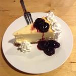 TSUNAMI - ヨコスカ名物 チェリーチーズケーキ 700円