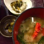 totoguranemuro - じゃこ入り冷奴とトト汁,漬物付き