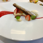 エクロール - ディセール 、チョコのミルフィーユにカスタード、塩味の効いたソルベ♥️  このソルベが凄い!!