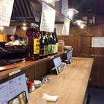 徳田酒店 - カウンター風景。全席立ち飲み。カウンターは広め。