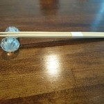 67023144 - ガラスの箸置きは瓢箪の形。可愛げです。