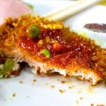 中華料理 しまむら - トンカツは薄い。ケチャップ乗っています。
