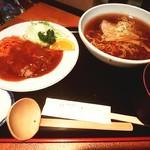 キッチンサンボ - ハンバーグ・ラーメンライスセット930円