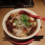 新福菜館 - 色は濃いけど、味はあっさり。