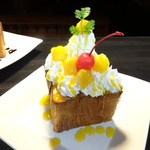 Cafe and Bar on℃ -温度- - ハニートーストマンゴ