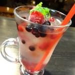 Cafe and Bar on℃ -温度- - 自家製レモネード「ベリー・ベリー」