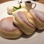 パンケーキ&スイーツ ブラザーズカフェ - スフレパンケーキ
