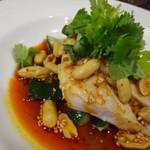 四川料理 巴蜀 - 料理写真:*よだれ鶏・・これ頂きたかったので嬉しいですね。 鶏肉も柔らかく、辛味ダレの味わいも好みで、美味しい品。