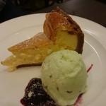 67032950 - チーズケーキ&ピスタチオアイス