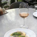 カフェ ラ・ボエム - 牡蠣の香草焼きとロゼ