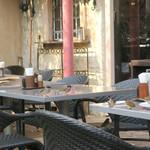 カフェ ラ・ボエム - が、椅子の上も見逃さず!