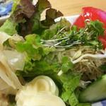 割烹 なかむら - 野菜サラダ 650円