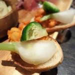 67039948 - ひよこ豆のトマト煮のカナッペ(前菜盛合せ)