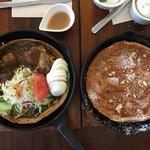 シンカフェ - 【左】カレーハンバーグダッチベイビー 【右】キャラメルナッツダッチ どちらも美味しいそう!