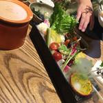 小田原バル - このソースが煮詰まると益々美味しくなります! 酒盗が隠し味!