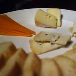 dos - チーズの盛り合わせ