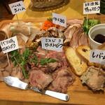 肉酒場ビストロ男前 - 肉の前菜全部盛り(写真は2人前)