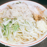 67046184 - 小ラーメン 野菜少な目ニンニクアブラ 700円