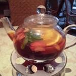 花と紅茶Pixy - 香り高くほんのり甘いフルーツポットティは苺・林檎・オレンジとハーブ入り
