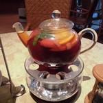 花と紅茶Pixy - フルーツポットティはたっぷりサイズ、差し湯をしてポット1.5杯も楽しめます