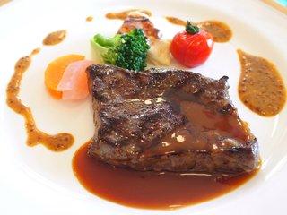 シェ・アンジュ - ランチコース 5500円 の和牛のグリエ マデラソース