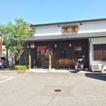 67048041 - 道路沿いで駐車場も広く入りやすいお店です。