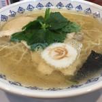 光屋 - ご当地「今治ラーメン」。魚介系の見た目とは違うしっかりしたスープ。