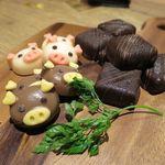 豚農家直営 肉バル BooBooキッチン - チョコレート4種 490円
